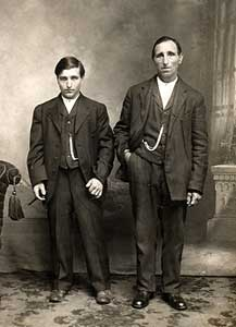 "Padre e figlio, o due fratelli florensi in West Virginia all'inizio del ""900"" (Archivio IAQUINTA © copyright)"